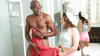Sara Luvv & Sean Michaels in Older, Black & Big! - RealityJunkies