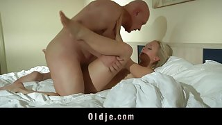 Old sugar daddy bangs his young mistress in the hotel room
